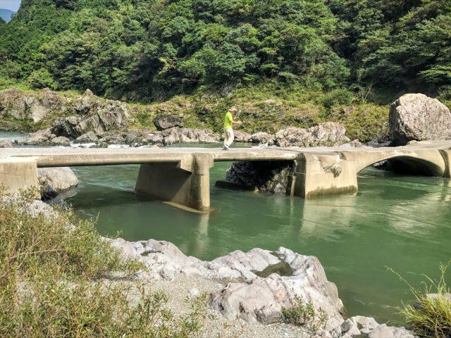 沈下橋の全景