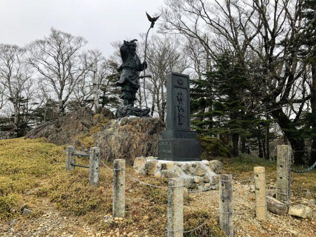 神武天皇の銅像