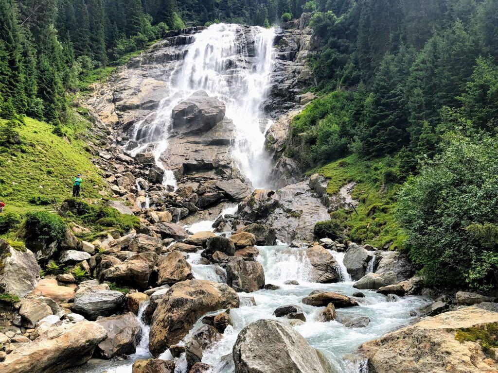 グラヴァ滝