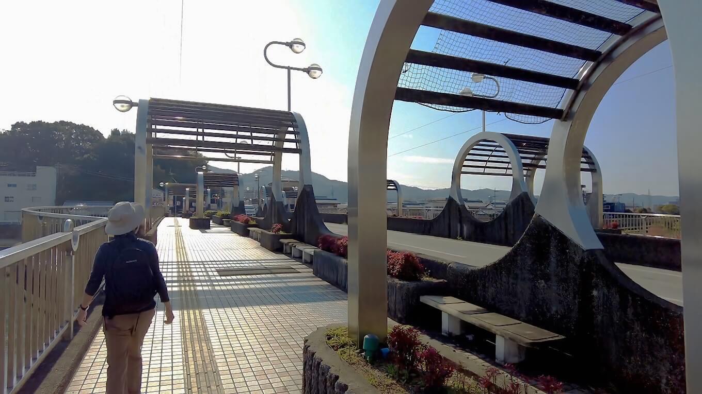 食後 鏡川の新月橋 しんづきばし まで歩いてきた