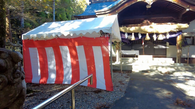 初詣の準備か テントが張られていた