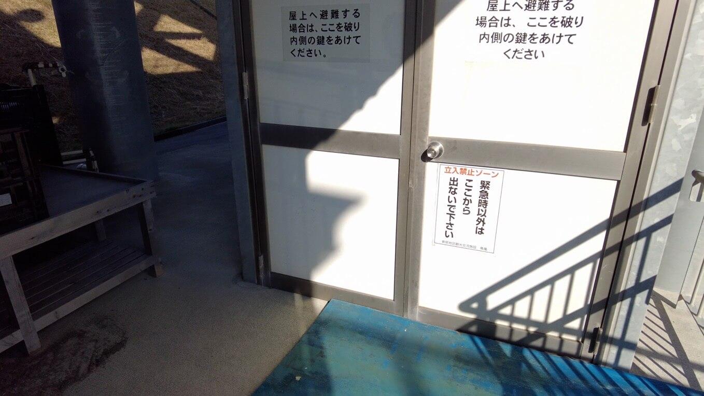 避難タワーには地上からは直接上がることができなかった