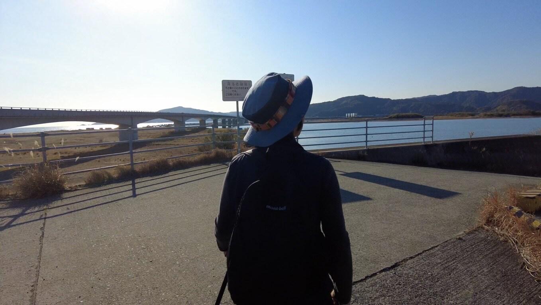 仁淀川河口大橋を渡りきり 上流に向けて歩いて行く
