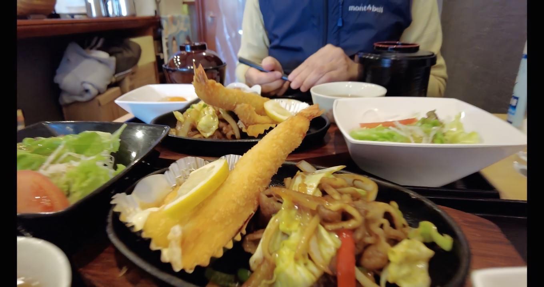 この日の日替わりランチは 牛肉スタミナ焼きと海鮮フライ