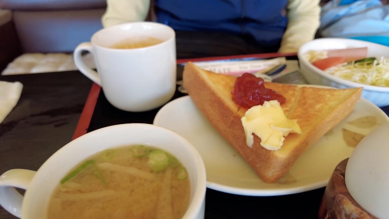 ツレはトーストモーニング500円