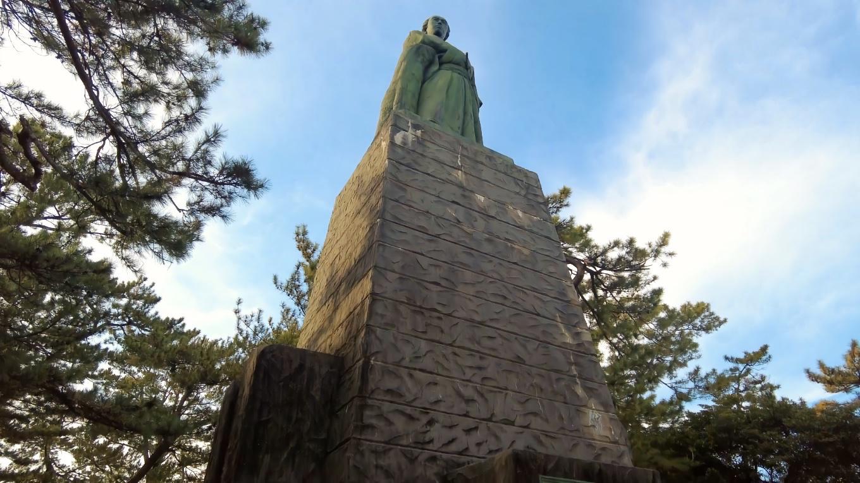 坂本龍馬の銅像までやってきた