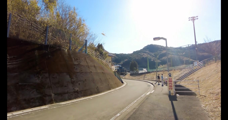 日高総合運動公園に車を停め 大滝山に向かう
