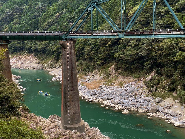 吉野川はラフティングのメッカになっている