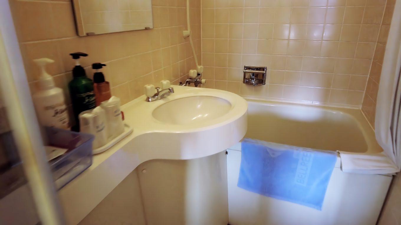 部屋に風呂もあるが 大浴場に行くのでたぶん使わないだろう