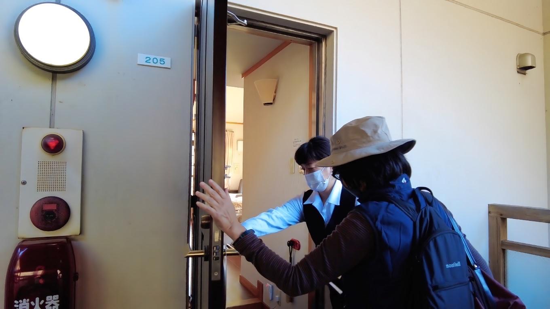 ドアはオートロック式