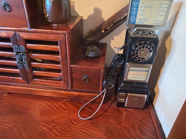 電話機もレトロ感たっぷり