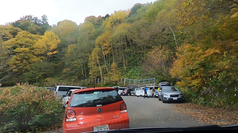 案の定 駐車場は満車状態