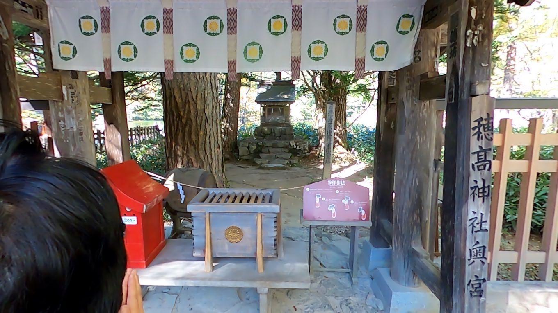 ここには穂高神社奥宮が鎮座する