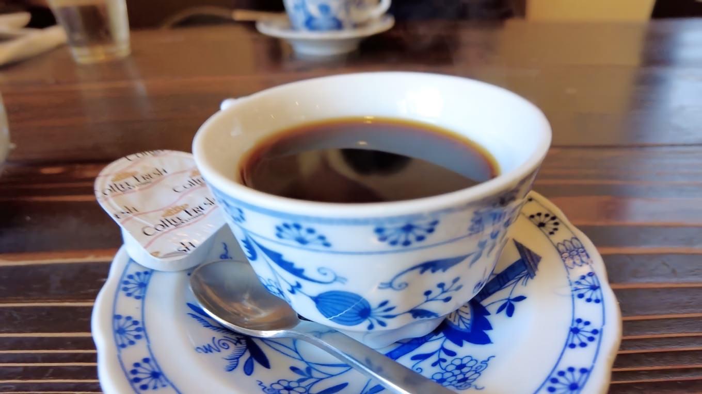 食後のコーヒーは こんまいの なのだが デミタスとしては大きめなので問題ない