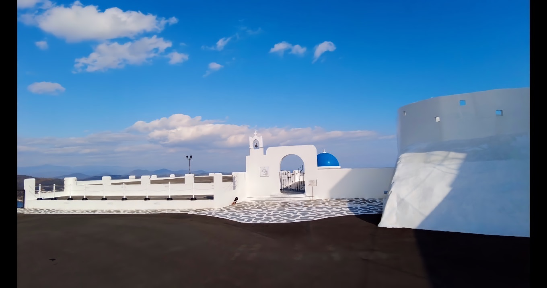 その名の通り エーゲ海のサントリーニ島をイメージした造りになったホテルだ