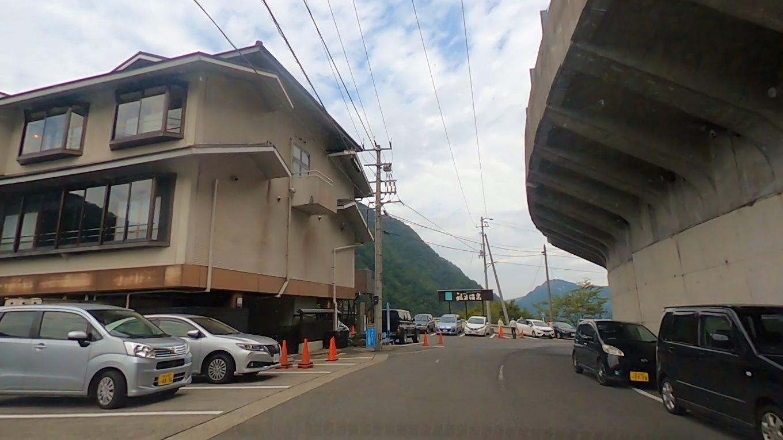 ホテル祖谷温泉の前を通過