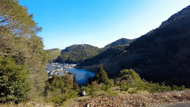 いつもは車道を歩いていくのだが 今回は八坂神社方面の道を行くことにした