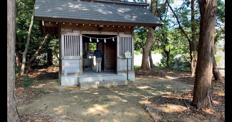 大鳥居の横に 天神社が鎮座する