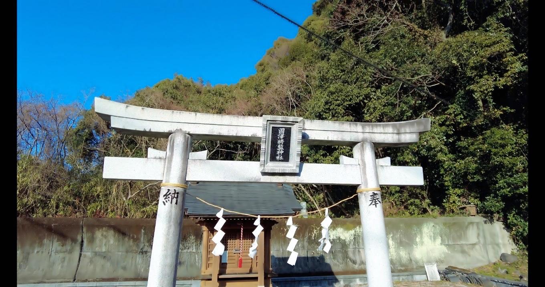 その隣りに国澤将監神社が鎮座している