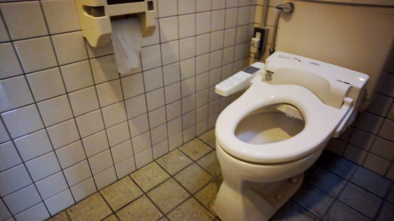 トイレは温水便座も用意されていた