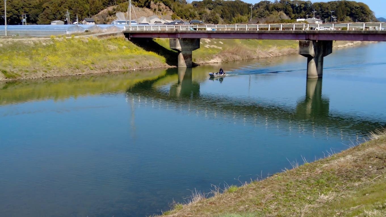 土曜日と言うこともあり 船釣りをしている人もいた