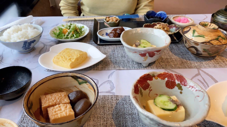 中尾高原ホテル風車で朝食を食べる