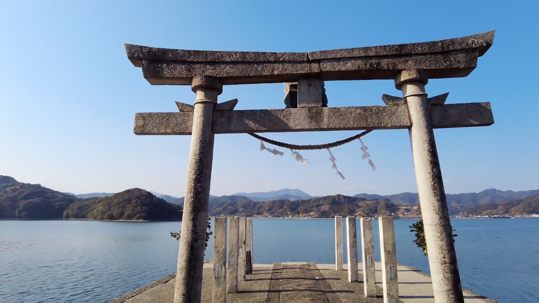 海に続く参道が特徴的で 土佐の宮島 と呼ばれている神社だ