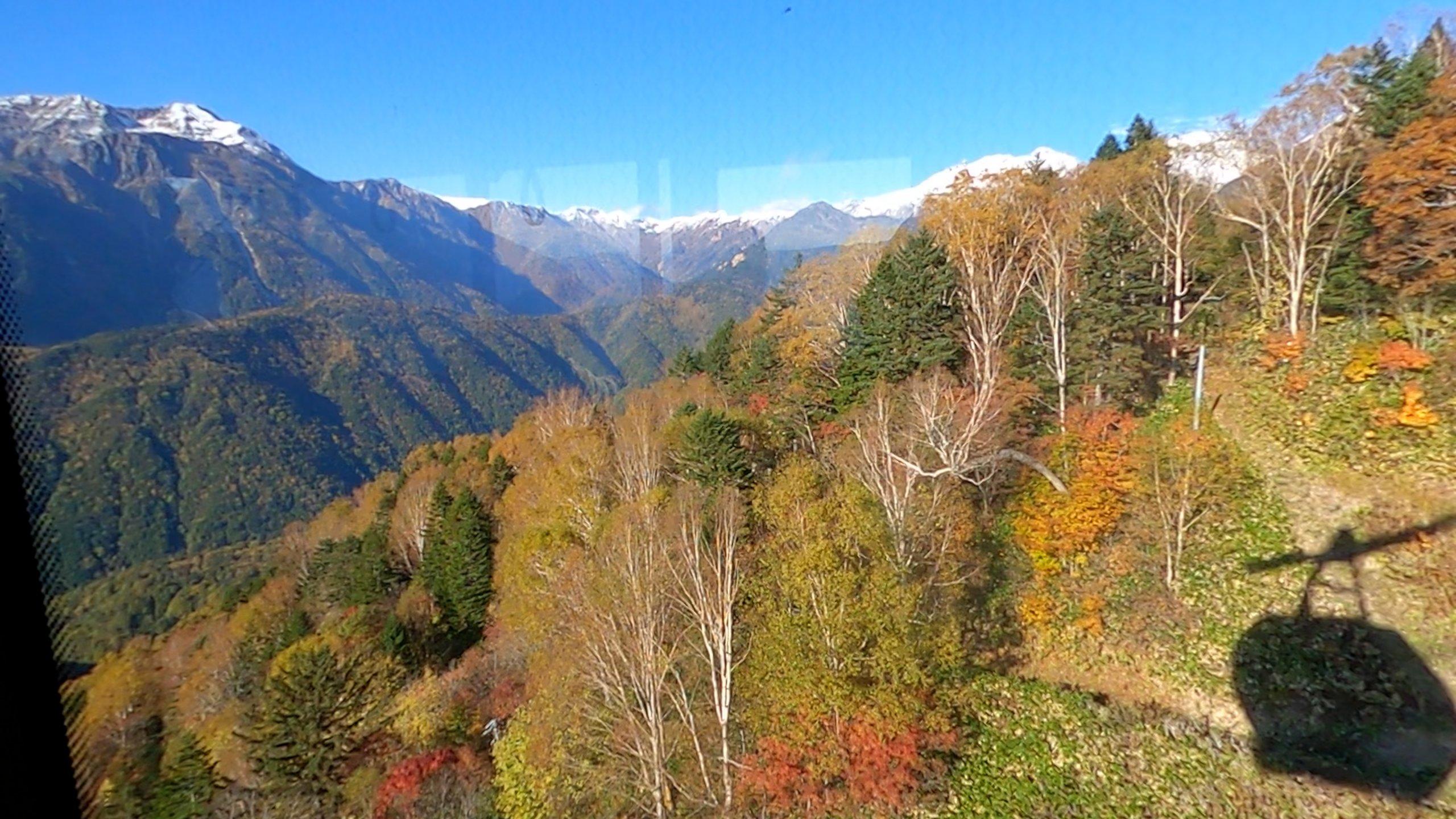 向かいに見える笠ヶ岳は山小屋もテント場もないので 日帰りするしかない