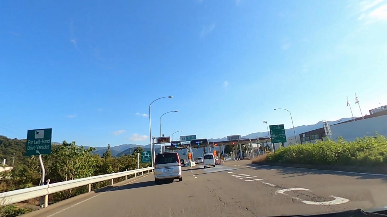 高速道路で 諏訪湖を目指す