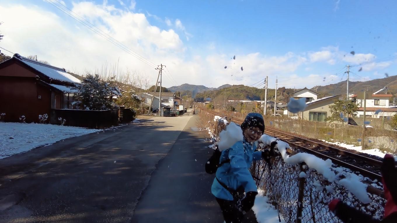 雪が積もっていて 童心に返るジジババ 苦笑