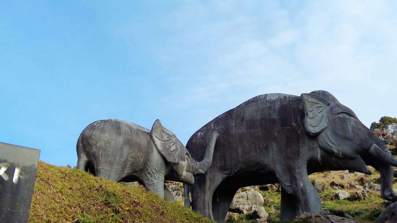 ナウマン象の像がある