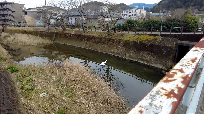 参拝を終え 春日川を渡って駐車場に戻った