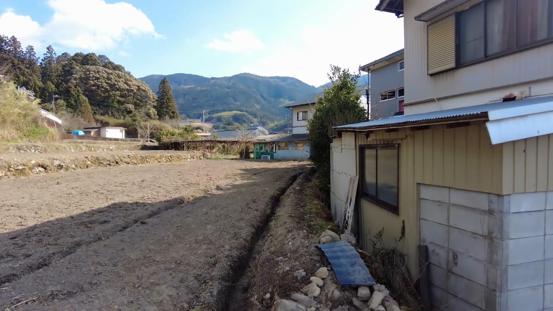 美都岐神社の近くに美都岐遺跡があるので行ってみたが 畑になっていた