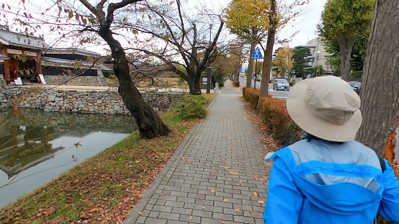食事を終え 松本城に戻る