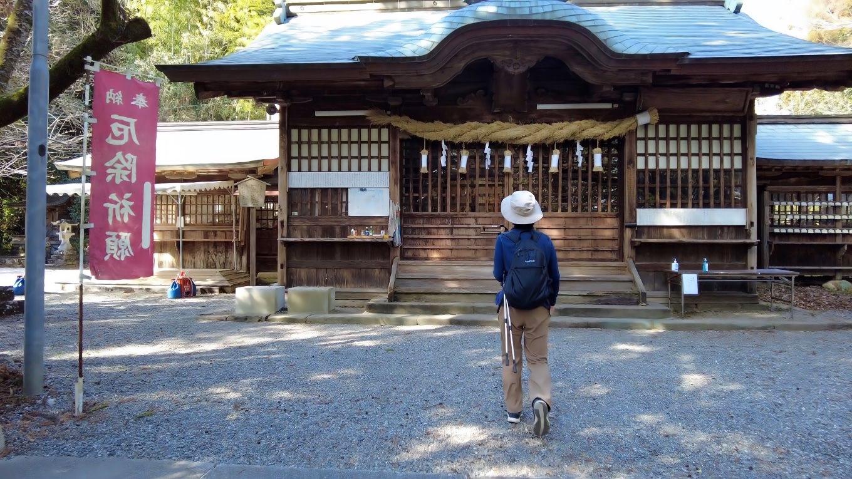 今回のウォーキングは 朝倉神社からスタート