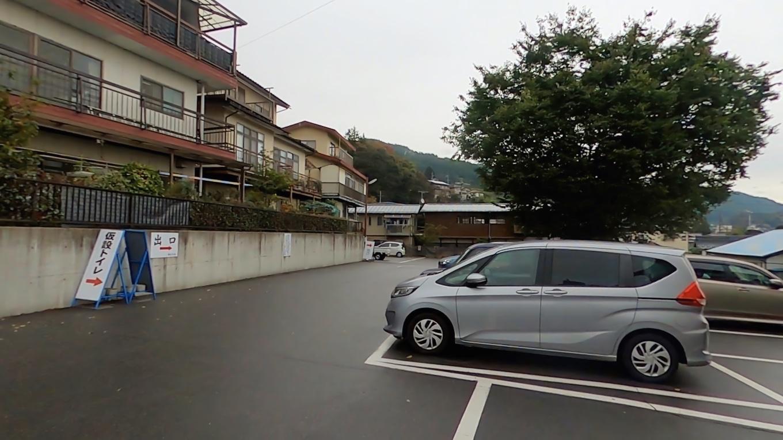 そこから春宮 はるみや の駐車場にやってきた