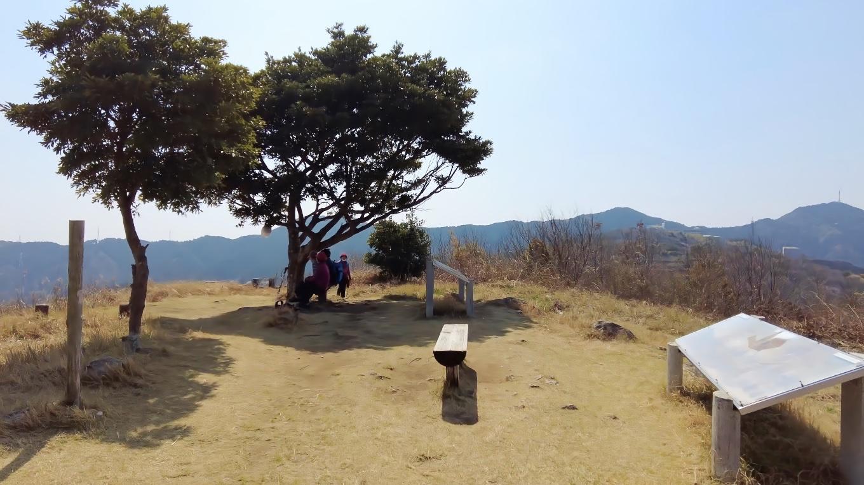 少し休憩して 皿ヶ峰 高見山 の山頂に到着