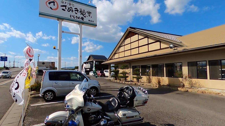 車で移動し 高松市内のうどん店に入る