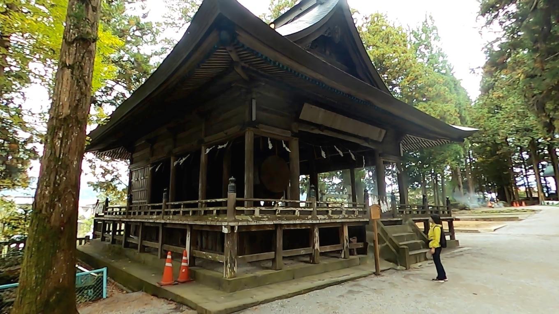 神楽殿も国の重要文化財に指定されている