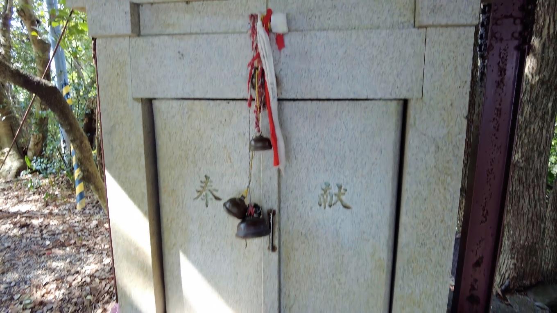山頂の石土神社 いしづちじんじゃ に参拝する