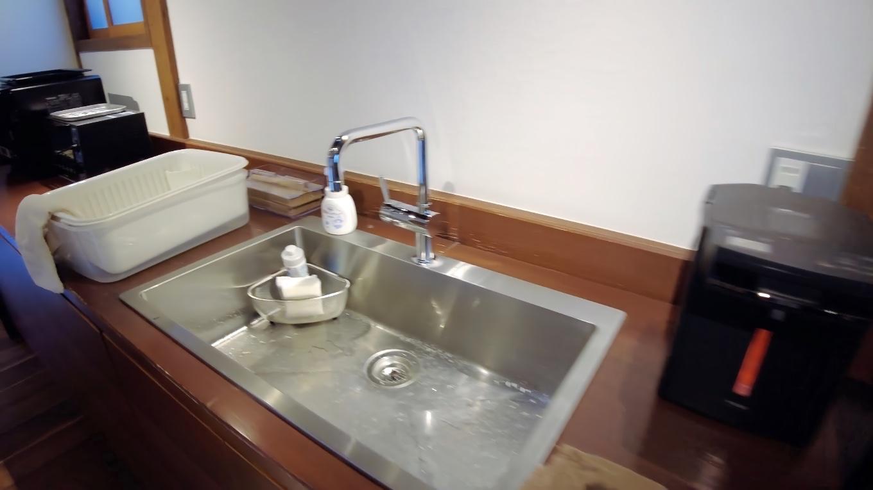 湯沸かしポット 流し台 オーブントースター 電子レンジ