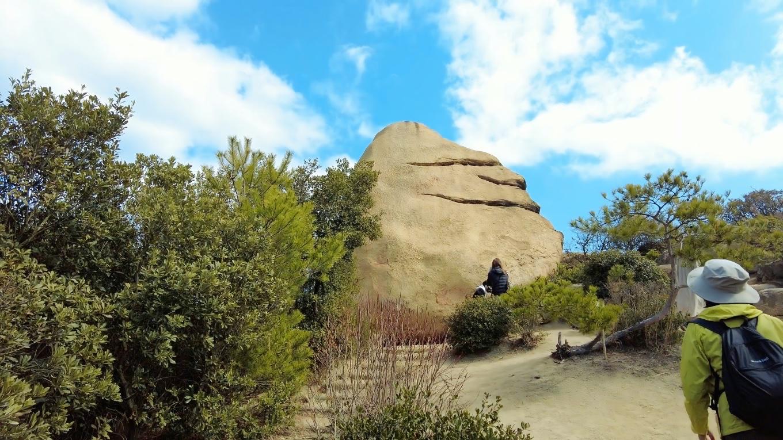 ニコニコ岩に到着