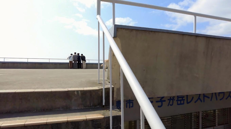 レストハウスは閉鎖されていたが 屋上の展望台へは上がれるようになっている