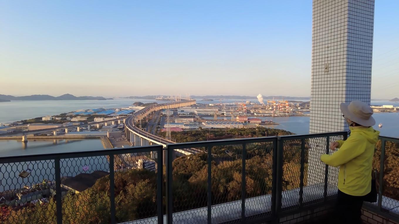真正面に瀬戸大橋が見渡せる素晴らしい眺め