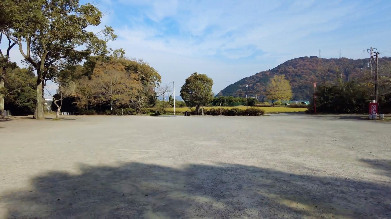 伊曽乃神社の駐車場はとても広い