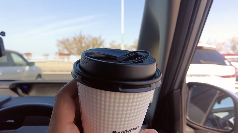 ここにあるファミリーマートでコーヒーを買い 休憩