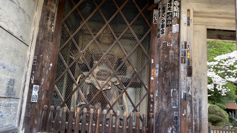 仁王門とも呼ばれ 仁王像は運慶作と伝えられる