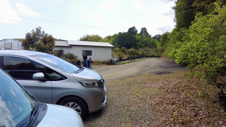 食事を終え 雨森芍薬観光農園の駐車場にやってきた