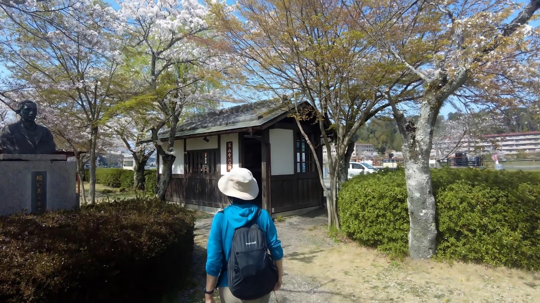 石山寺のバス停は それっぽいデザインでなかなか素敵だ