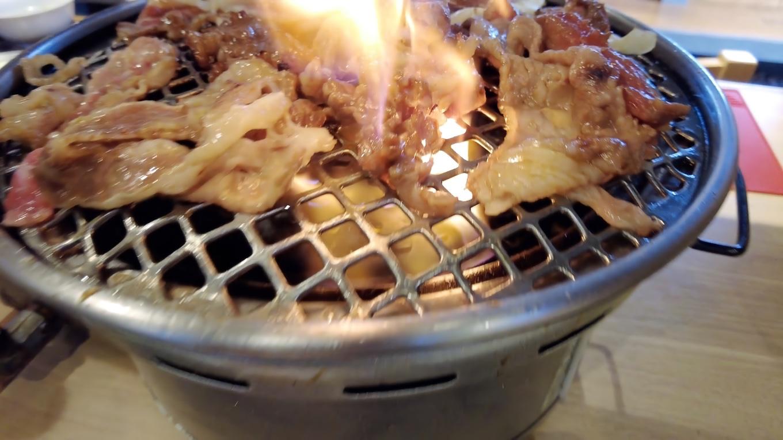 脂身が多くて 焼くと煙や炎が凄かった 汗